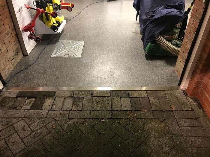 Resin-floor-with-metal-strip-Solihull